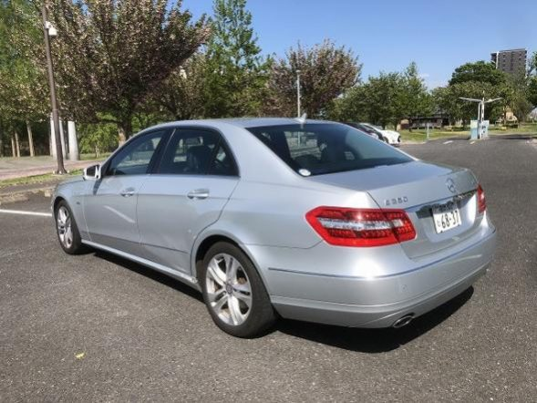 Benz E-Class Sedan full